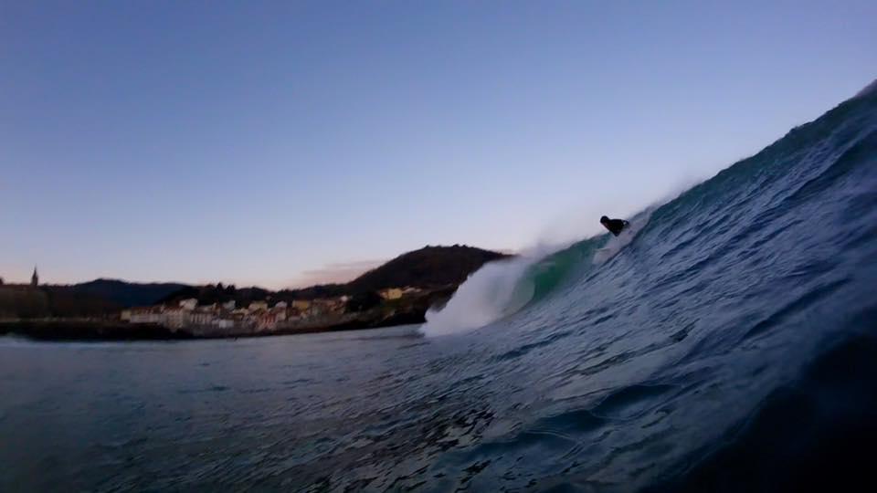 mundaka-amanecer-surfing
