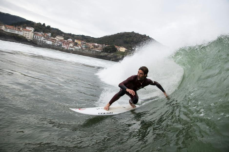 mundaka-happy-surfing-3