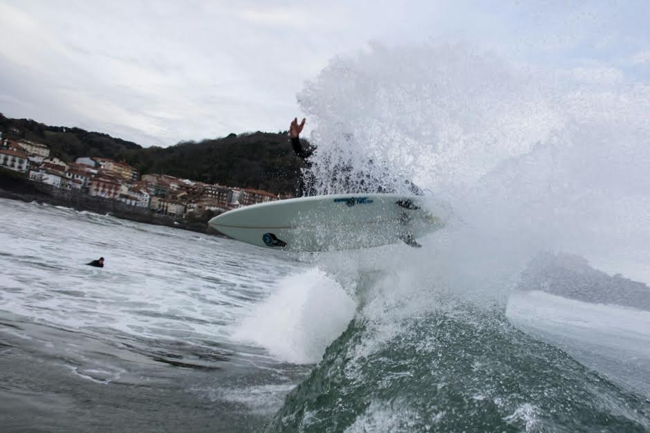 mundaka-happy-surfing-6