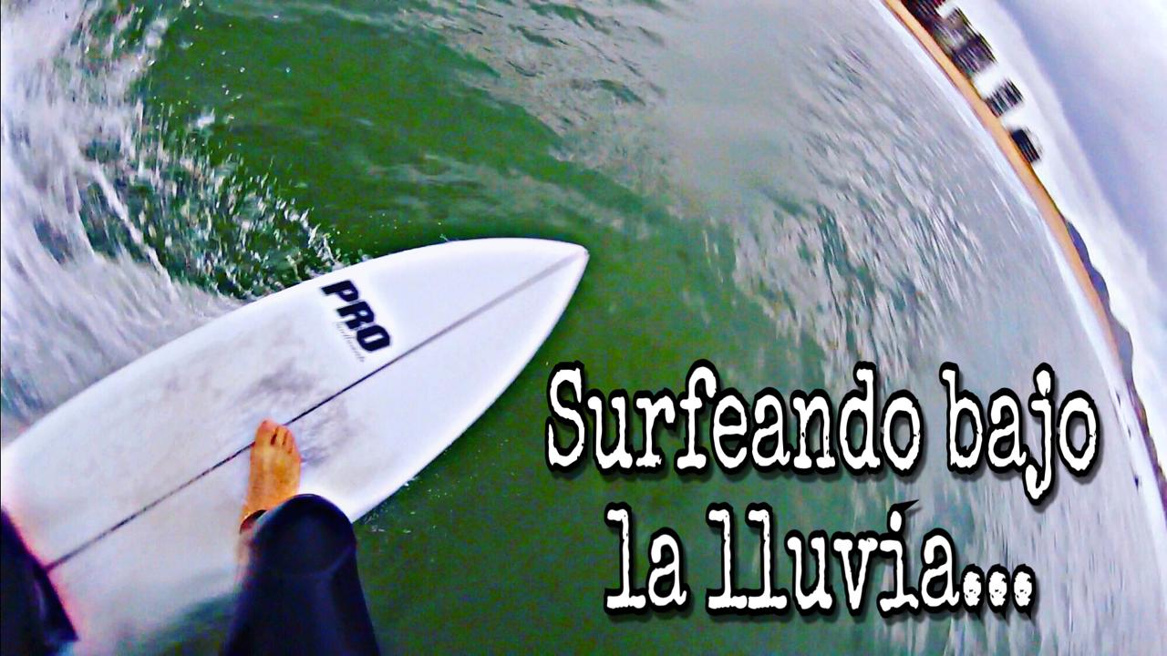 surfeando-bajo-la-lluvia